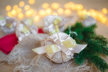 Closeup of beautiful New Year tree decorations, tree toys against the background of Christmas lights. Banque d'images