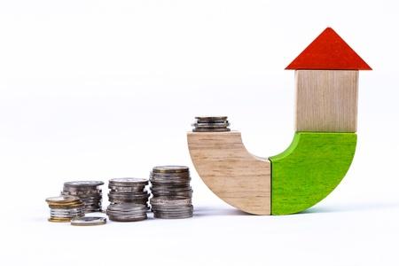 木のおもちゃのお金、コンセプトと家のためのアイデア