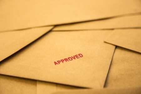 赤い封筒、募集および人的資源のサインオンを承認