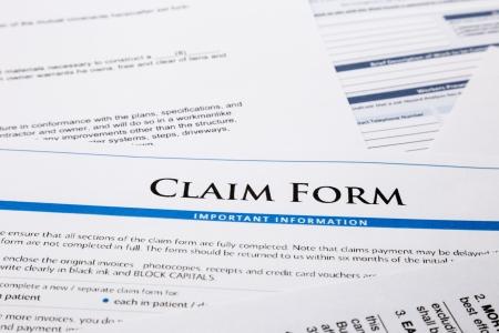 claimformulier, papierwerk en juridisch document, ongeval en verzekeringen concepten Stockfoto