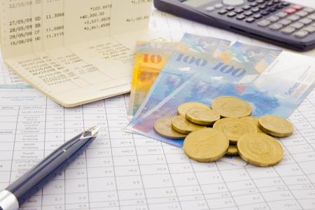 通貨と紙幣のスイス連邦共和国、アカウントおよびお金の概念を保存 写真素材