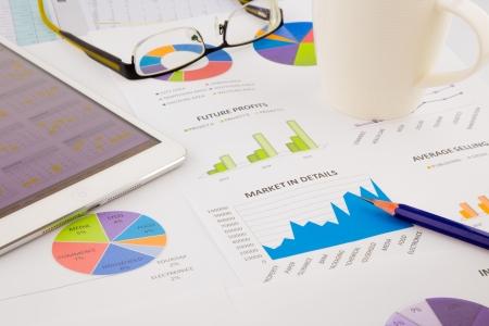 グラフ、チャート、タブレット、データ分析および戦略的な計画プロジェクト