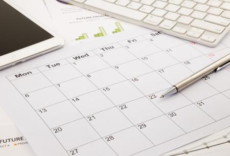 cronograma: calendario en blanco para la nota, la administración funciona con el horario