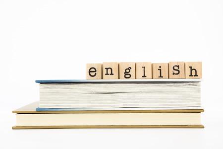 帳簿上のクローズ アップ英国の言葉遣いのスタック。外国人、チュートリアル、学習概念やアイデアのための英語。 写真素材