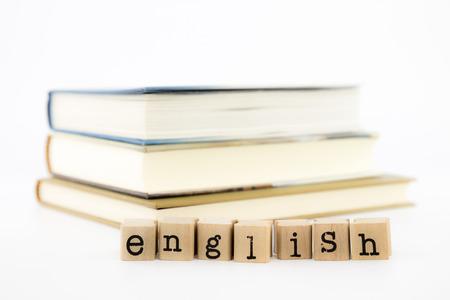 クローズ アップ英国の言葉遣いや書籍。外国人、チュートリアル、学習概念やアイデアのための英語。 写真素材