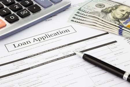 agente comercial: Formulario de solicitud de préstamo de cerca y dólar, concepto de negocio y de las finanzas y la idea Foto de archivo