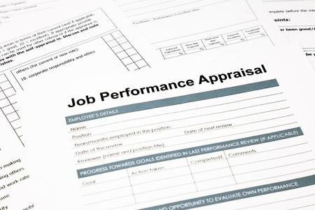 close-up werk functioneringsgesprekken en papierwerk, evaluatie en beoordeling concept voor human resource bedrijf