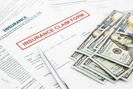 schadeformulier en compensatie geld, per ongeluk en verzekering concepten