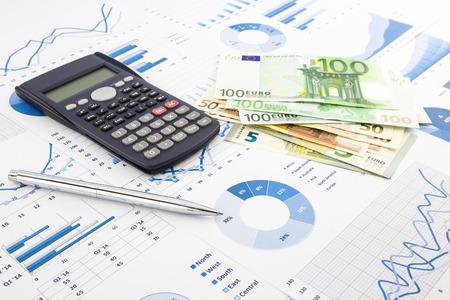 ヨーロッパ通貨金融チャート、費用キャッシュ フローを集計、グラフ背景、お金、予算管理、証券取引所、投資、ビジネスの所得報告書を保存する
