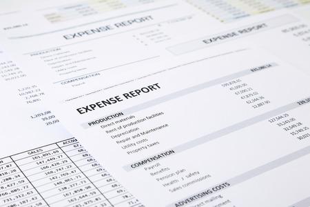 Résumé du rapport de dépense d'entreprise mettant l'accent sur CHARGES mot RAPPORT