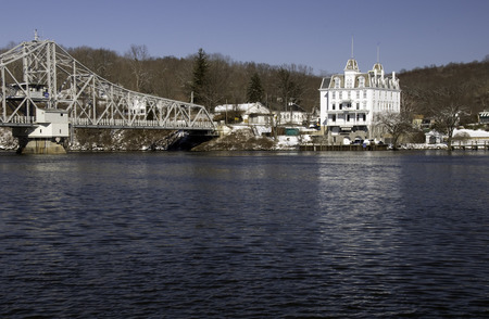 冬の澄んだ日にコネチカット川を見下ろす 写真素材
