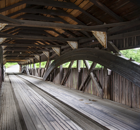 Covered bridge in Taftsville, Vermont before reconstruction made necessary by Hurricane Irene in 2011 新聞圖片