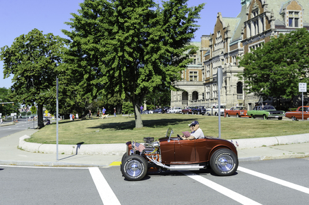 Fairhaven, Massachusetts, USA - July 4, 2016: Old roadster tricked out for Fairhaven Fourth of July Car Cruise 에디토리얼