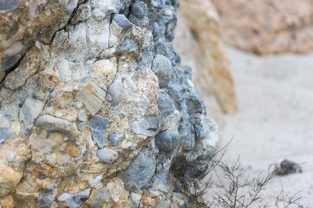 ニュー イングランドのビーチで puddingstone 岩の露頭 写真素材