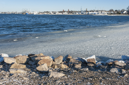 Slushy ice driven against Fairhaven, Massachusetts shoreline by brisk west wind Imagens
