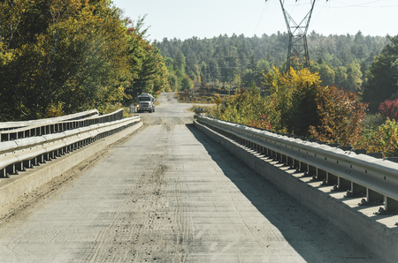 The Golden Road, Maine, USA - September 27, 2011: Truck stopped at the general store near the narrow Abol Bridge crossing the West Branch Penobscot River on the Golden Road. 版權商用圖片