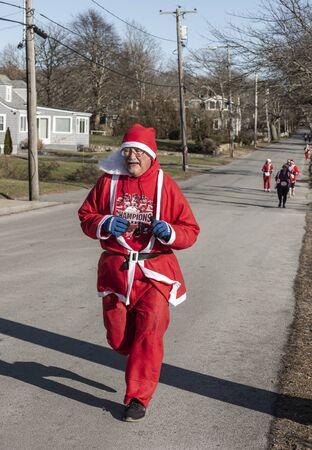 Mattapoisett, Massachusetts, USA - December 7, 2019: Warmly dressed Santa looking forward to finishing Mattapoisett Santa 5K Run. Editorial use only. 報道画像