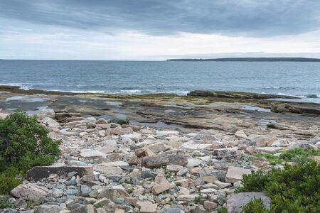 Wonderland Trail coastline of shattered granite and tidepools with Great Gott Island in background 版權商用圖片