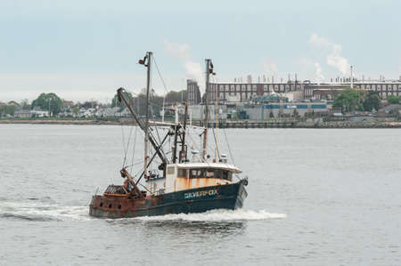 New Bedford, Massachusetts, USA - May 17, 2018: Commercial fishing boat Silverfox, hailing port Cape May, New Jersey, approaching New Bedford from Buzzards Bay Redactioneel