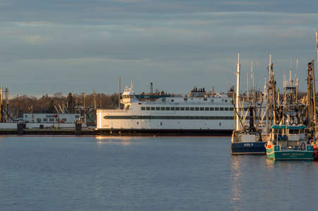 Fairhaven, Massachusetts, USA - March 11, 2018: Passenger/vehicle ferry Island Home on evening in late winter docked at the Fairhaven Shipyard Redactioneel