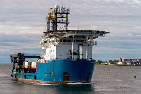 New Bedford, Massachusetts, USA - May 16, 2020: Geoquip Saentis, a 250-foot research vessel equipped with a drill rig and helipad, nearing New Bedford. The stream of these larger survey vessels into New Bedford has revived in recent weeks after a quiet wi Éditoriale