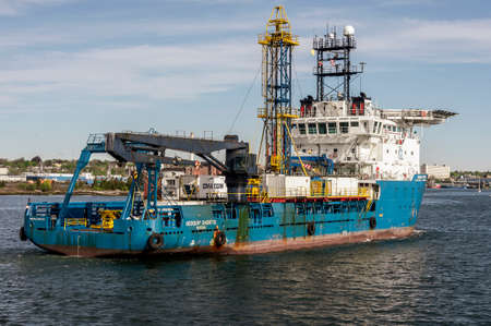 New Bedford, Massachusetts, USA - May 16, 2020: Superstructure of Geoquip Saentis, a 250-foot survey vessel equipped with a drill rig and helipad, crossing New Bedford inner harbor. Redactioneel