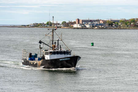 New Bedford, Massachusetts, USA - May 16, 2020: Lobster boat Broadbill homebound in New Bedford outer harbor Redactioneel