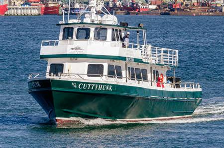 New Bedford, Massachusetts, USA - May 11, 2020: Passengers on deck wearing face masks aboard Cuttyhunk Ferry to fight coronavirus Redactioneel