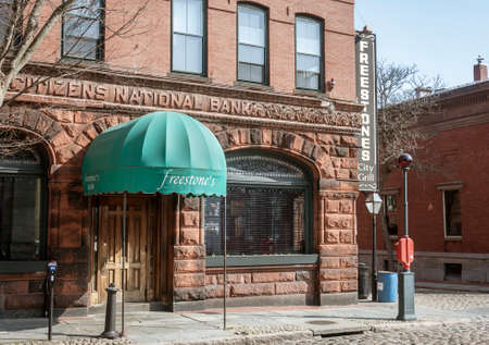 New Bedford, Massachusetts, USA - April 14, 2018: Freestone's City Grill on a quiet Saturday morning Редакционное