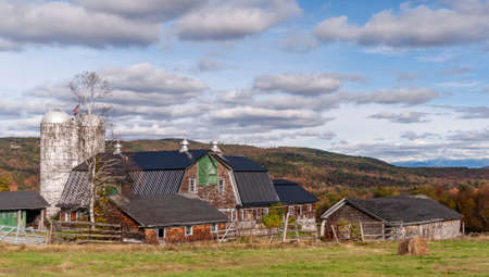 New Hampshire, USA - October 2, 2009: Farm in the foothills of the White Mountains on autumn day Redakční