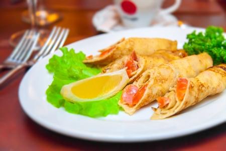 thaler: Pancakes with a salmon on plate salad and lemon