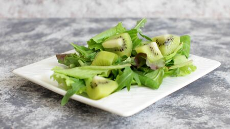 Fresh Salad Mix with Kiwi Slices