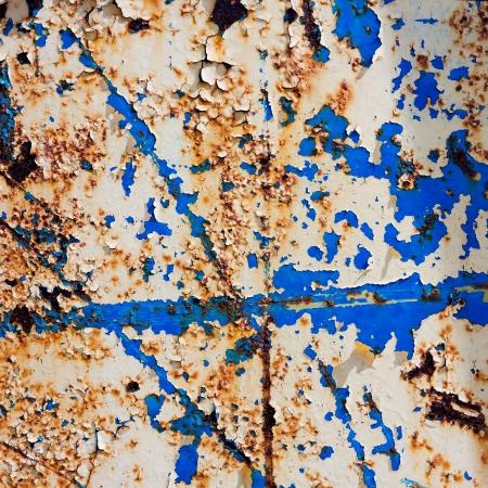 oxidado: Pintura agrietada en una superficie de metal viejo. Grunge textura de metal oxidado