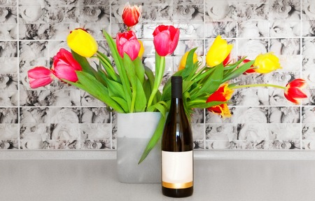 Wine, flowers, spring, holiday. Banque d'images