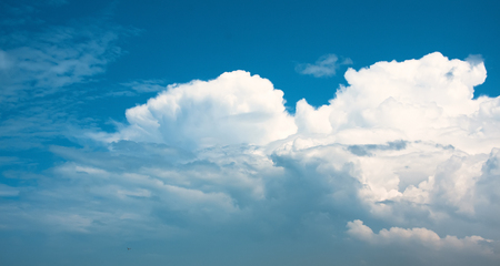 Blue sky with white clouds. Banque d'images