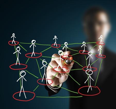 trabajo de equipo: estructura de la red social de dibujo en una pizarra  Foto de archivo