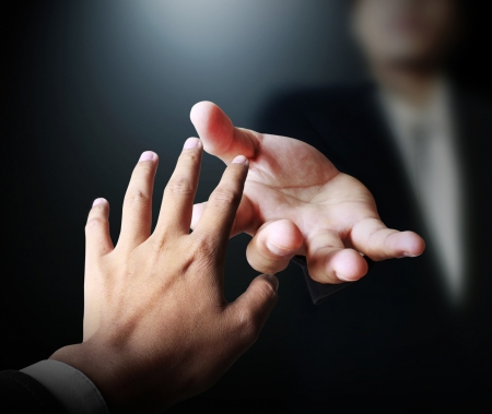 perdonar: Ayudando a mano en el negocio  Foto de archivo