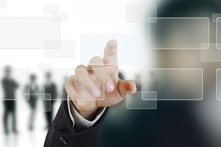 �cran tactile: la main en poussant sur une interface � �cran tactile Banque d'images
