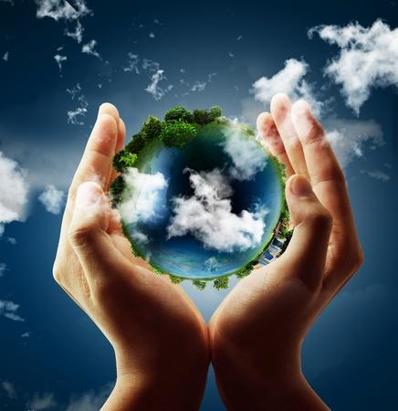 contaminacion ambiental: sosteniendo un globo terr�queo que brilla intensamente en sus manos