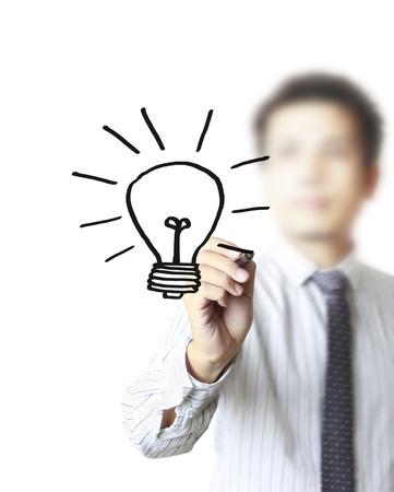 lightbulb: la main avec une ampoule crayon dessin