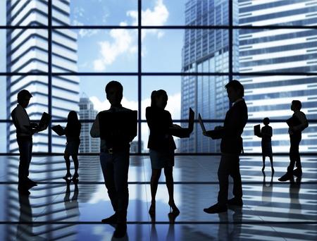 �resource: equipo de personas de negocios con el mundo