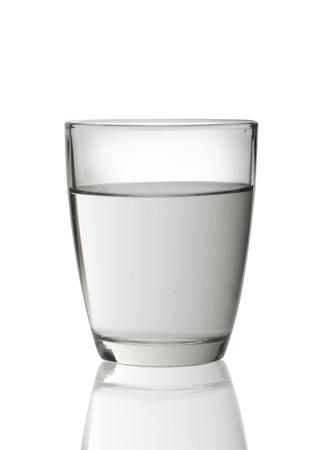 acqua vetro: Bicchiere d'acqua isolato su sfondo bianco