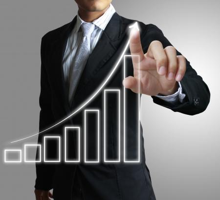 ganancias: Mano que muestra el gráfico