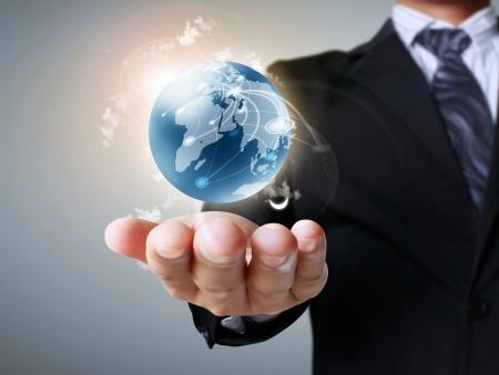 contaminacion ambiental: la celebraci�n de un globo terr�queo que brilla intensamente en sus manos