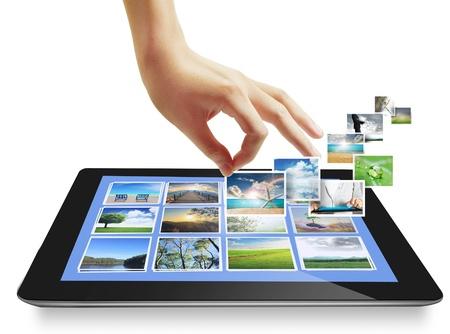 concept images: toccare le immagini concept tablet in streaming dal profondo isolato su sfondo bianco Archivio Fotografico