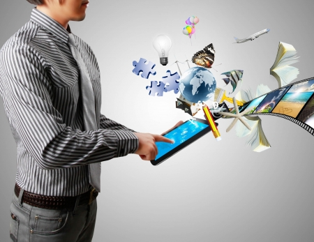concept images: Uomo d 'affari tocco tablet immagini concetto di streaming