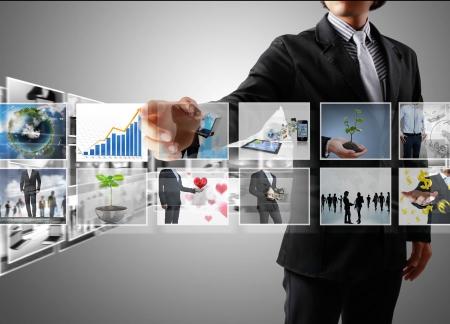definici�n: Llegar a los hombres de negocios y las im�genes de streaming Foto de archivo