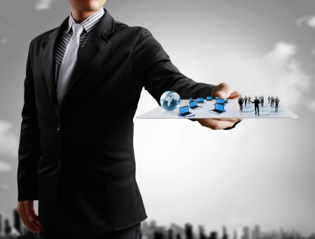 mano touch: Uomini d'affari, mano touch screen social network struttura