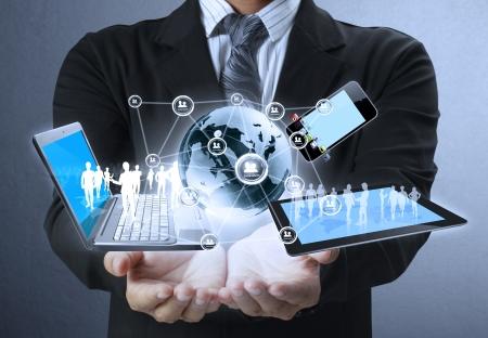 Technologie entre les mains d'hommes d'affaires Banque d'images - 15215214