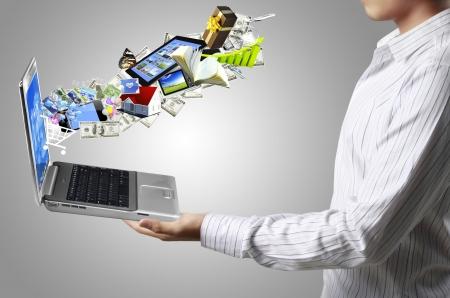 finanse: business man holding a laptop